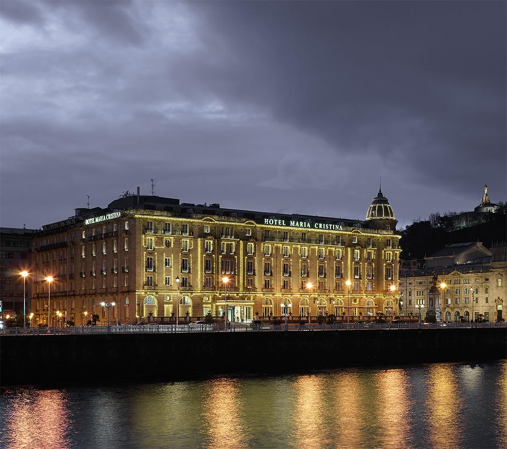 Hotel-maria-cristina-fachada_Iluminacion-navideña_BASA-Arquitectura_PORTADA